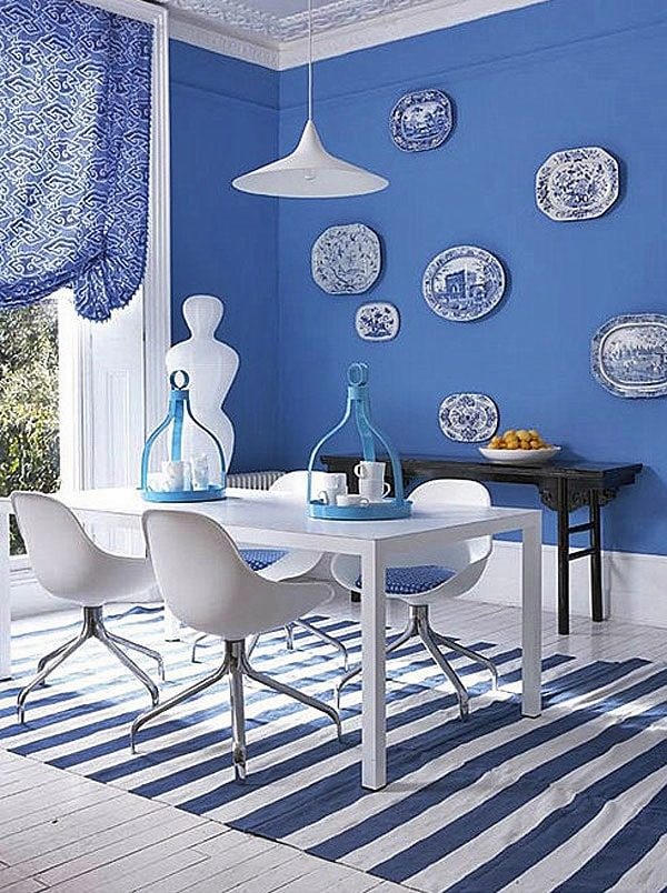 Синие обои в интерьере кухни фото