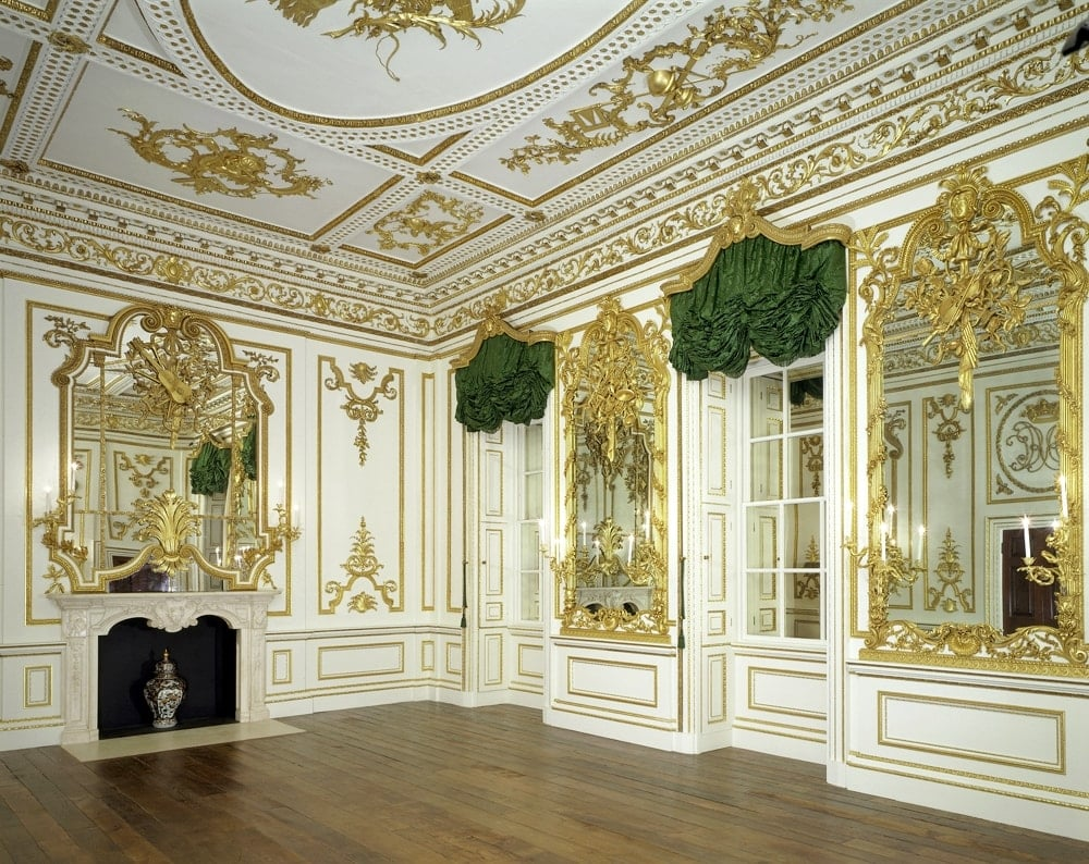 rococo style Rococo (/rəˈkoʊkoʊ/ or /roʊkəˈkoʊ/), less commonly roccoco, or late baroque, was an exuberantly decorative 18th-century european style of art.