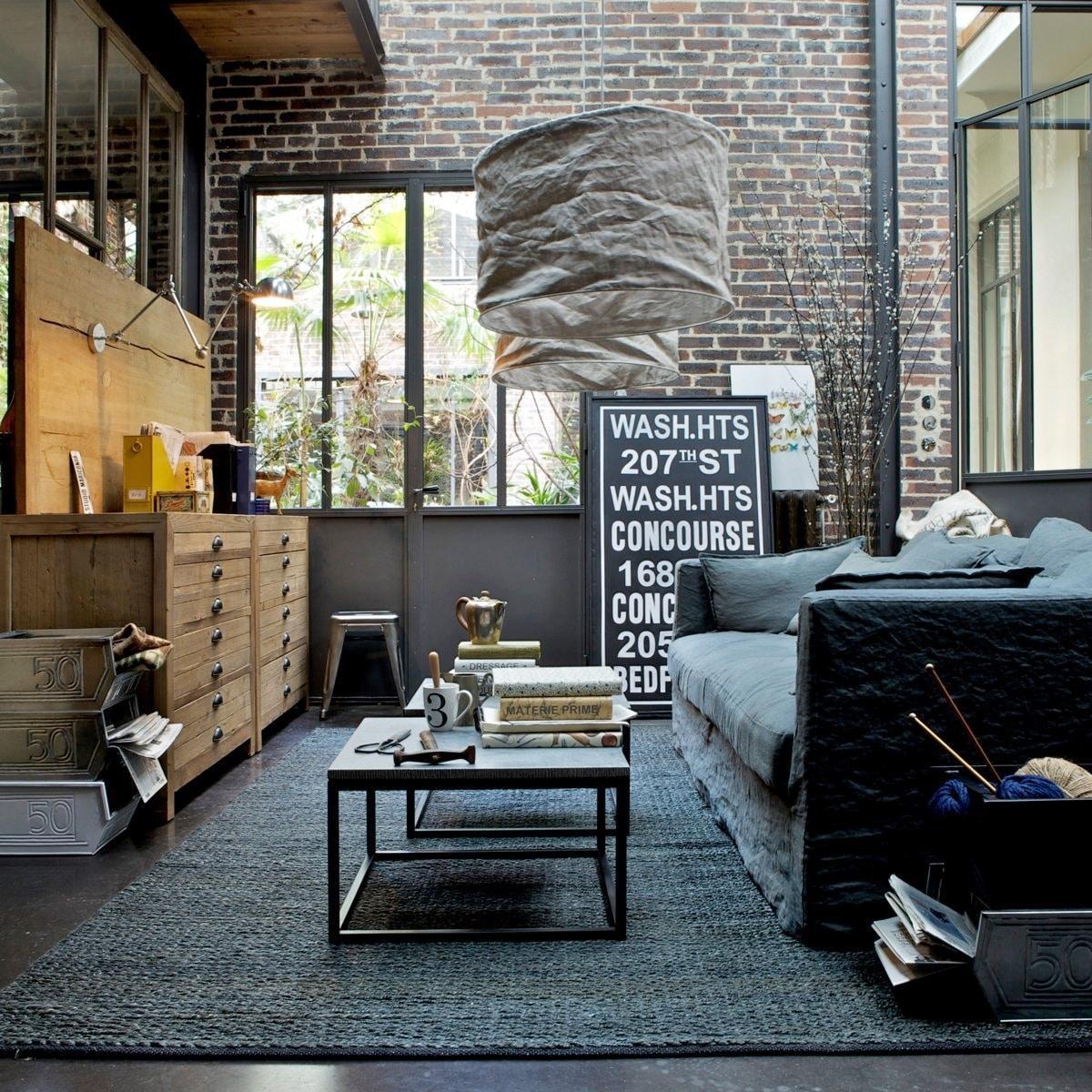 индустриальный стиль в интерьере гостиной