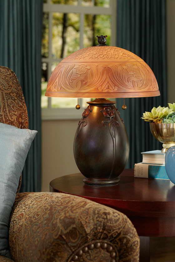 Декоративный светильник в стиле модерн