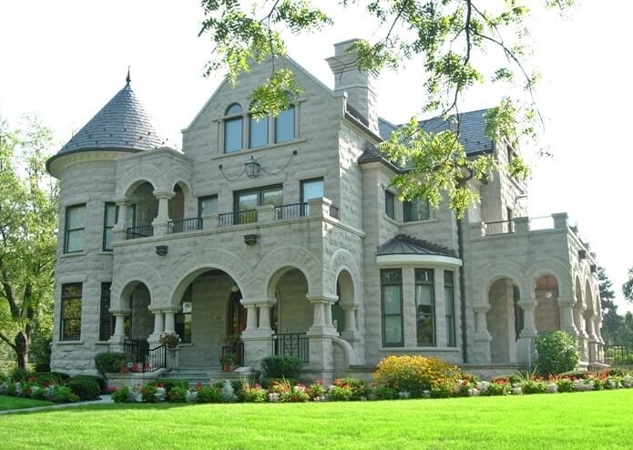 Загородный дом в романском стиле