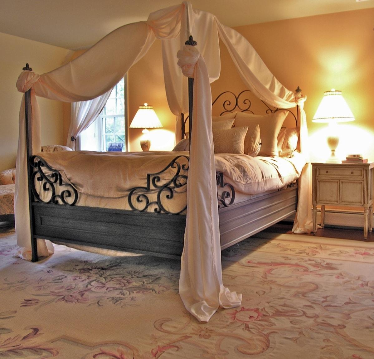 Интерьер спальной комнаты в стиле романтизм