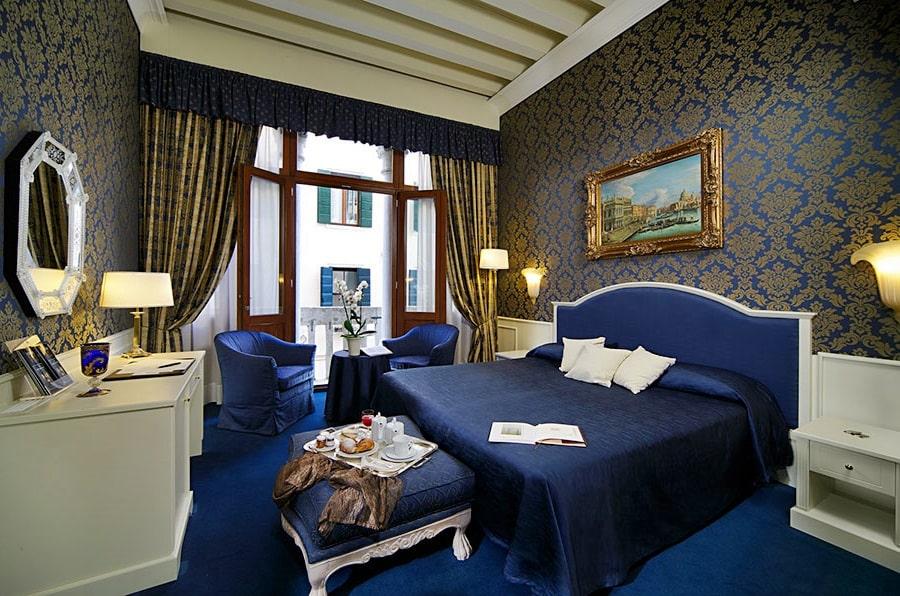 Венецианский стиль в интерьере спальной фото