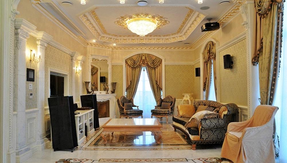 Современный версаль в интерьере гостиной