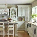 Кухня в стиле Шебби шик - беленые потолки
