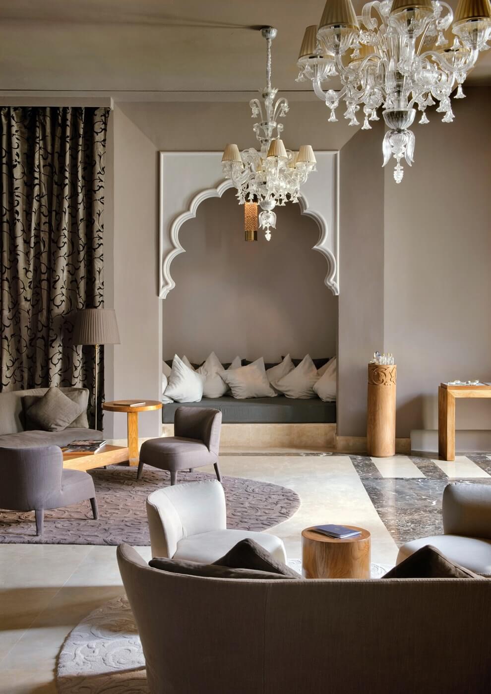 Марокканский стиль в интерьере гостиной комнаты фото