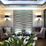 Дизайн гостиной с рельефными панелями