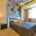 Рельефные панели в интерьере оригинальной спальной комнаты