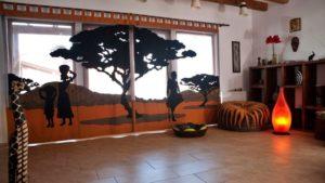 Пол гостиной в африканском стиле