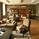 Интерьер гостиной комнаты в английском стиле