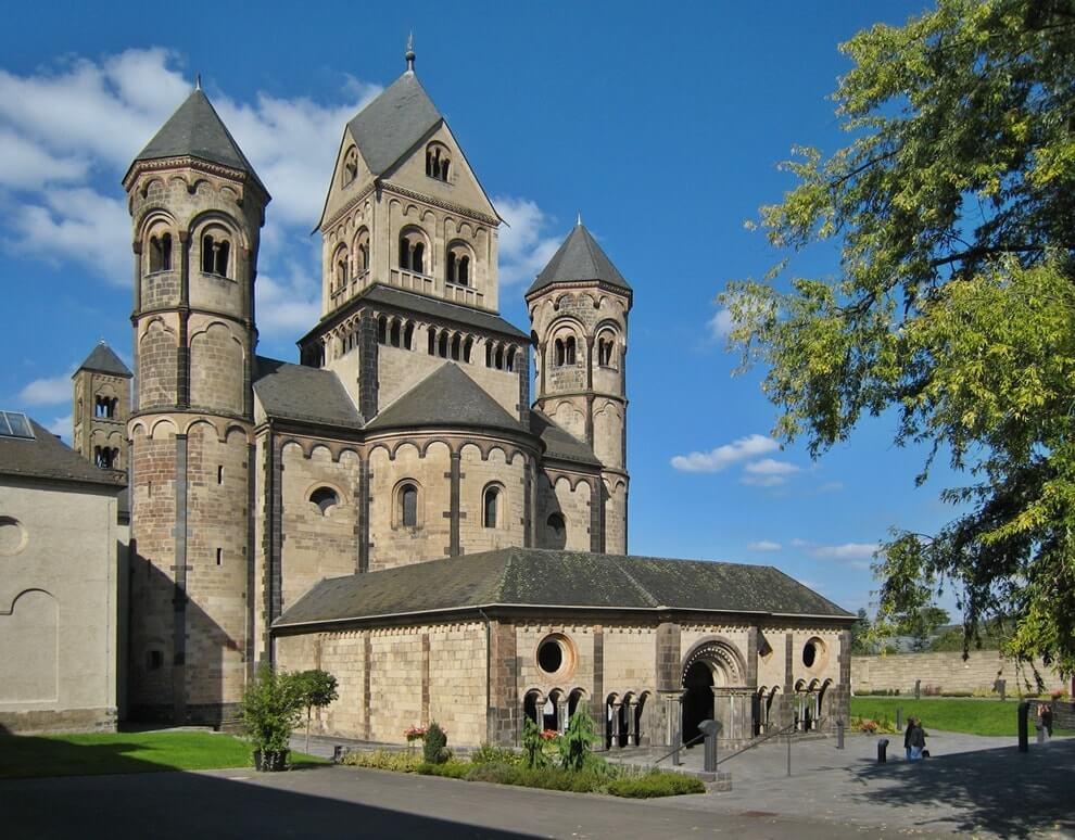 Романская архитектура: средневековый немецкий монастырь, аббатство Мария Лаах