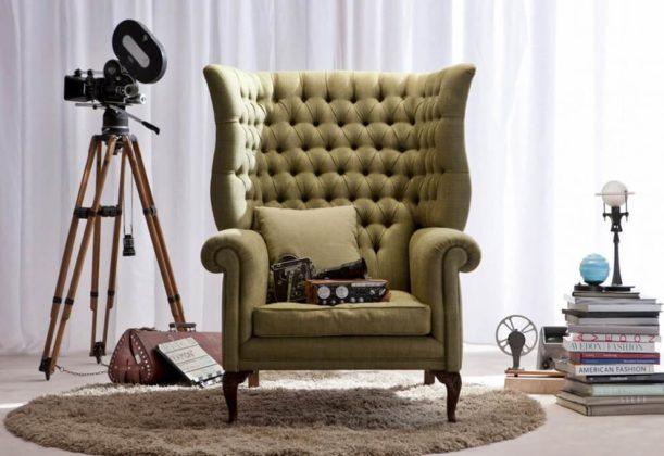 Стильное кресло обитое текстилем по технике капитоне