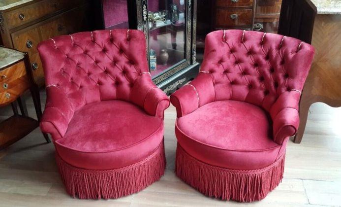 Красивые дамские кресла обитые бархатом