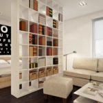 Стеллаж-перегородка в интерьере квартиры