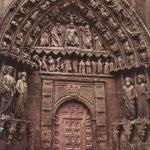 Портал в готическом стиле