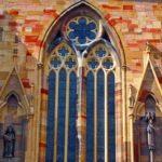 Окно в готическом стиле