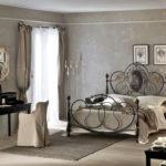 Кованная кровать со стильным изголовьем фото