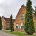 Фасад дома голландском стиле фото