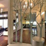 Зеркальная стена с растительным орнаментом