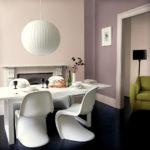Креативные стулья в интерьере столовой зоны