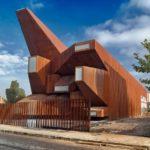 Загородный дом в стиле деконструктивизм - фото
