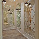 Зеркальные панно в интерьере прихожей