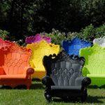 Красивые цветные кресла из акрила