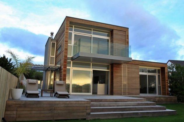 Красивый загородный дом в стиле минимализм