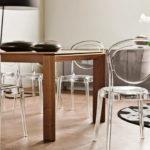 Прозрачные стулья из акрила в интерьере