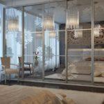 Мебель с зеркальными фасадами в спальне