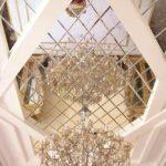 Роскошный дизайн потолка с помощью зеркальных панелей - фото