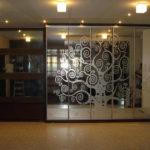 Красивые зеркальные фасады с узором