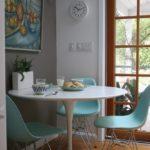Оригинальная мебель из пластика в интерьере кухни