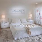 Белый интерьер спальни - фото