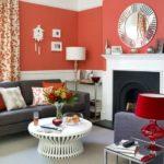 Коралловый цвет в гостиной - фото