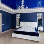 Интерьер спальной в синем цвете