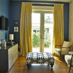 Интерьер гостиной комнаты в синем цвете - фото