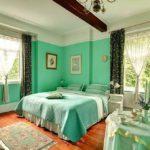 Зеленый цвет в интерьере спальни - фото