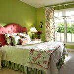 Уютная спальная комната в зеленом цвете