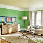 Зеленые в интерьере гостиной