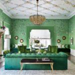 Просторная гостиная в зеленом цвете