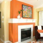 Оформление камина в оранжевом цвете - фото