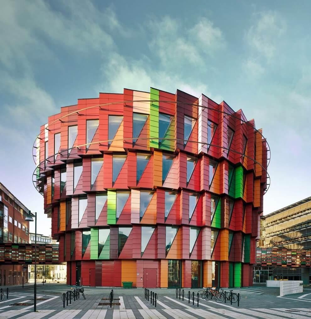 Здание в стиле Постмодерн