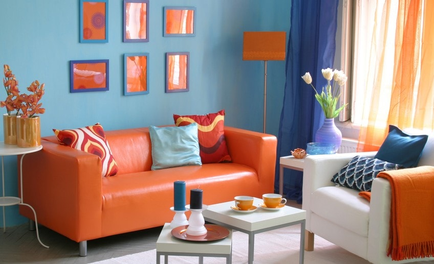 Оранжевый диванчик