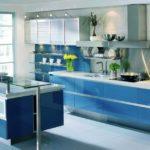 Голубой цвет в интерьере кухни