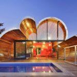 Стильный загородный дом в стиле постмодерн