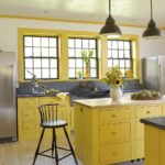 Желтый в интерьере кухни