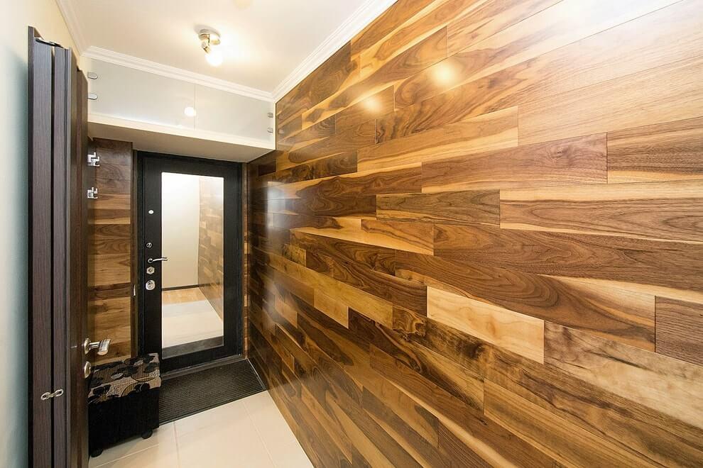 Оформление стен прихожей деревянными панелями