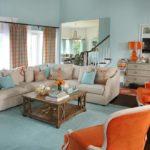 Оранжевый цвет в интерьере гостиной - фото