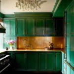 Премиальный дизайн кухни в зеленом цвете